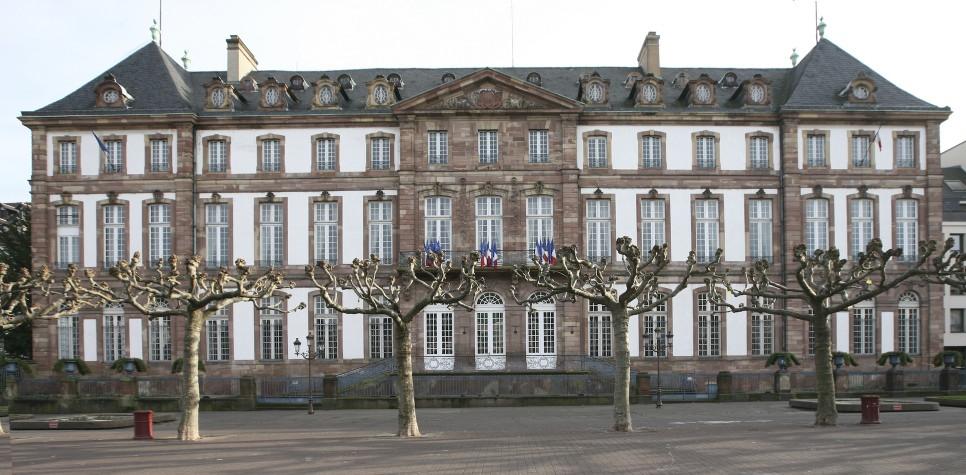 Br l e rue n 09 r pertoire des mascarons de strasbourg for Hotel strasbourg piscine