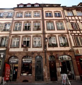 À gauche façade n°98