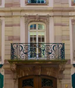 Détail de la façade, avec balcon